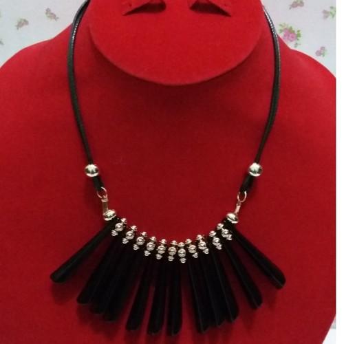 Foto Produk Kalung Berumbai Hitam dari Mulia_Shop