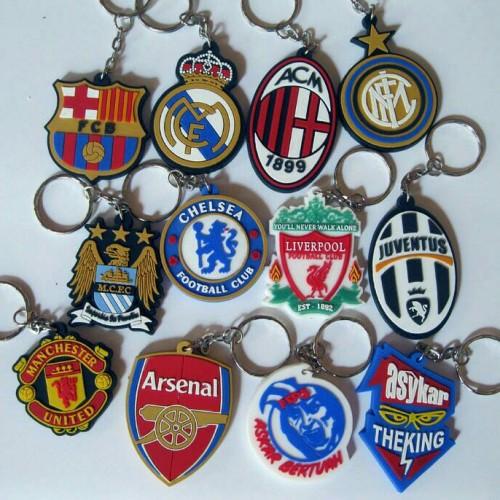 Foto Produk souvenir pernikahan gantungan kunci karet club bola dari reyhan souvenir