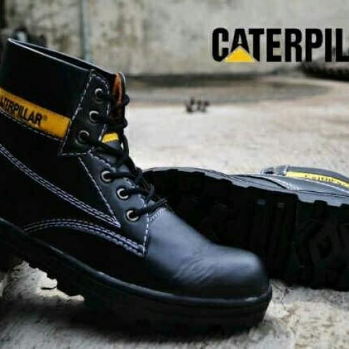 Foto Produk sepatu caterpillar sefty hitam licin dari z1ra shoes