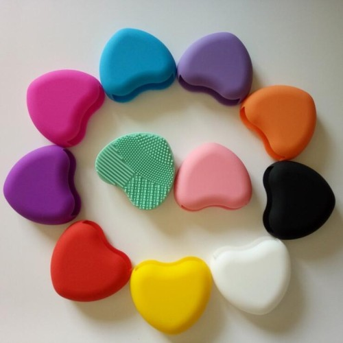 Foto Produk Brush Egg LOVE - Cleaning Rubber for Makeup Brush (Pembersih Brush) dari twindshop