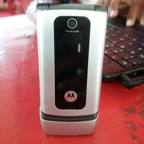 Foto Produk Motorola W375 flip jadul unik dari desainGrafis