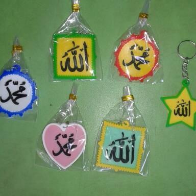 Foto Produk souvenir gantungan kunci karet kaligrafi unik murah dari reyhan souvenir