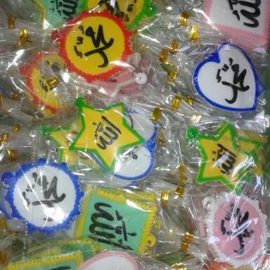 Foto Produk souvenir pernikahan gantungan kunci karet kaligrafi dari reyhan souvenir