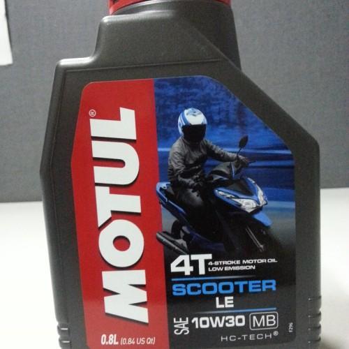 Foto Produk MOTUL SCOOTER LE - OLI MOTOR MATIC - 0.8L - 10W30 dari Mila Performance Shop