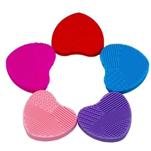 Foto Produk Brush LOVE/HEART - Cleaning Rubber for Makeup Brush (Pembersih Brush) dari twindshop