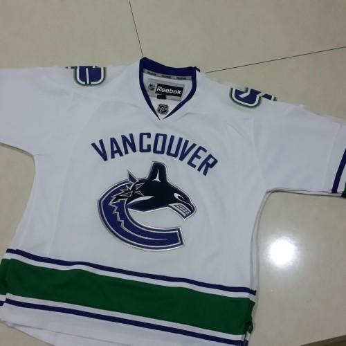 Foto Produk Jersey Reebok NHL Vancouver Canucks Putih size L luar dari FRM Military & Toys Shop