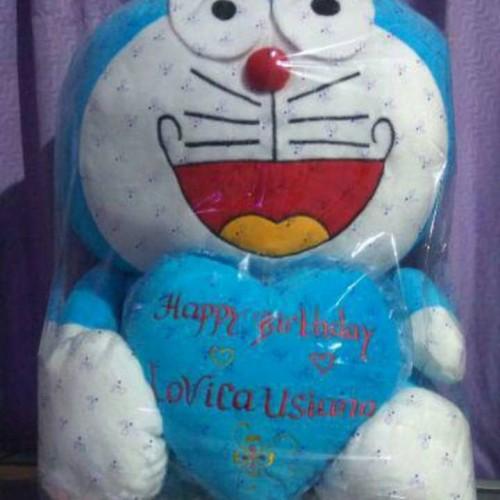 Foto Produk Ukir Nama pada Boneka Doraemon jumbo dari Sakhi Shoop