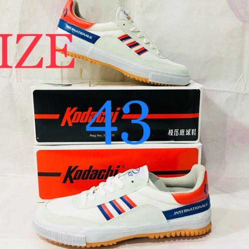 Foto Produk Sepatu Capung Badminton atau Volly kodachi 8116 M/B KHUSUS NO.43 dari adidas jaya