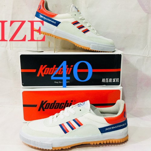 Foto Produk Sepatu Capung Badminton atau Volly kodachi 8116 M/B KHUSUS NO.40 dari adidas jaya