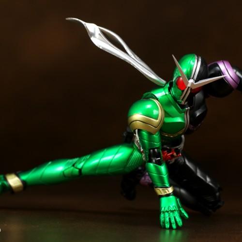 Foto Produk Bandai SHF Kamen Rider W Cyclone Joker ORIGINAL dari Toibuddy