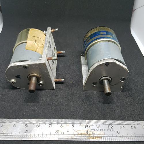 Foto Produk 1 pasang motor DC plus gearbox, 12VDC, merk Tsukasa Japan, 2 unit. dari UAV