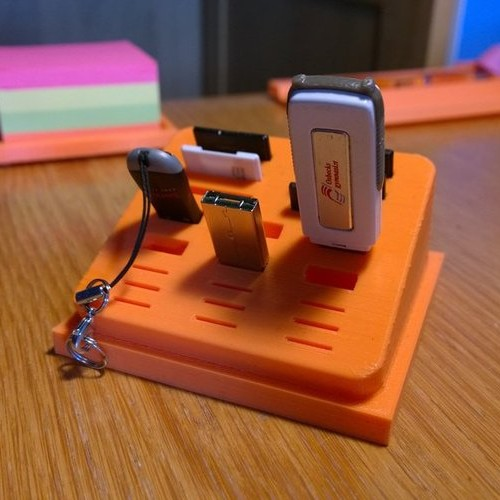 Foto Produk USB and SDcard Organizer - Desktop dari BIKIN3D