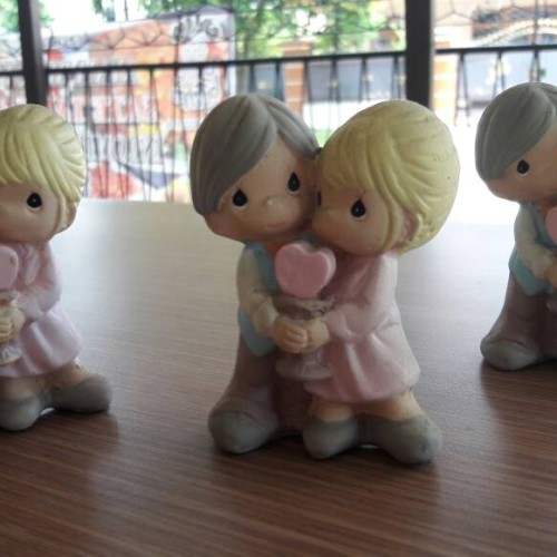 Foto Produk Patung Precious Moment Couple bawa Hati dari Cherry Gift Shop