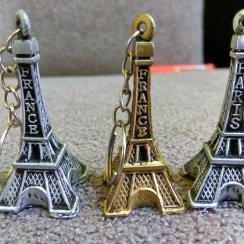 Foto Produk souvenir pernikahan gantungan kunci menara paris resin dari reyhan souvenir