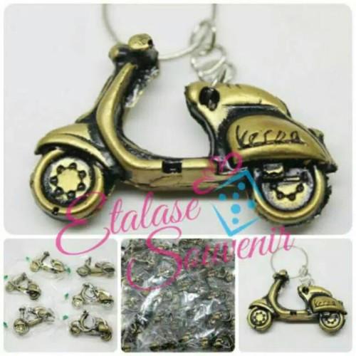 Foto Produk souvenir pernikahan gantungan kunci vespa TERMURAH dari reyhan souvenir