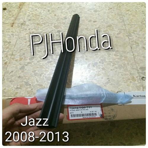 Foto Produk Pelipit Kaca Pintu Luar Honda Jazz 2008-2013 Genuine!! dari PJHonda