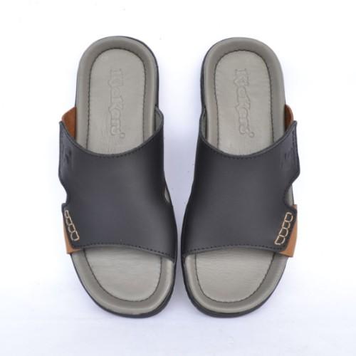 Foto Produk Sandal Kulit Pria Kickers Slip On Grey Sol TPR High Quality dari saudagar tas kulitt
