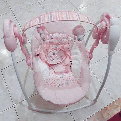 Foto Produk Babyelle swing Pink (Preloved) dari TokoUngu_NH Boutique