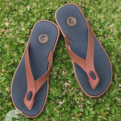 Foto Produk Sandal Pria Casual Trendy Anti Slip Alvaro Blues DL-AVR003 - BlueBrickOrange, 42 dari Toko Daluni
