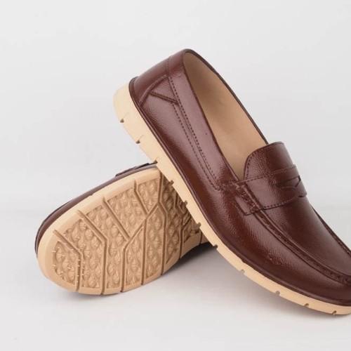 Foto Produk Sepatu Pantofel Karet Pria yumeida 8091 - Cokelat Muda, 39 dari redshroom