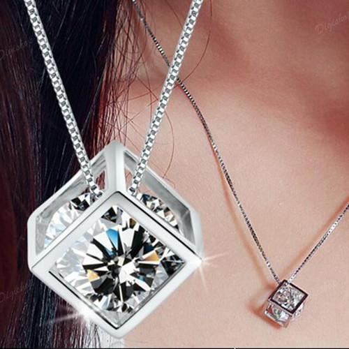 Foto Produk Kalung liontin cube berlian - Perak dari Rumix
