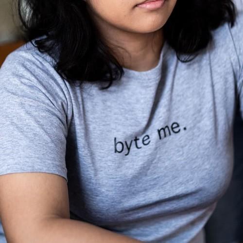 Foto Produk Unisex T-Shirt - Byte Me - Abu Muda XL dari Generation Girl
