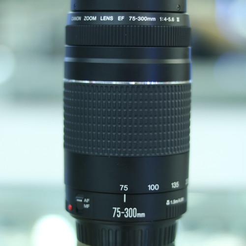 Foto Produk Lensa Canon 75-300 - Hitam dari Mugi Mugi Laris