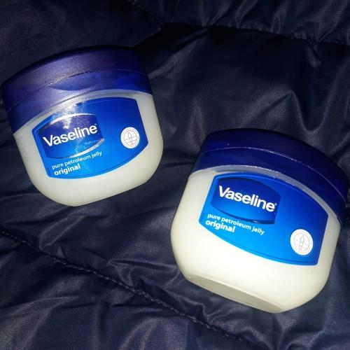 Foto Produk Vaseline petroleum jelly 250ml made in India, beli di Singapura dari Rendranaya Shop