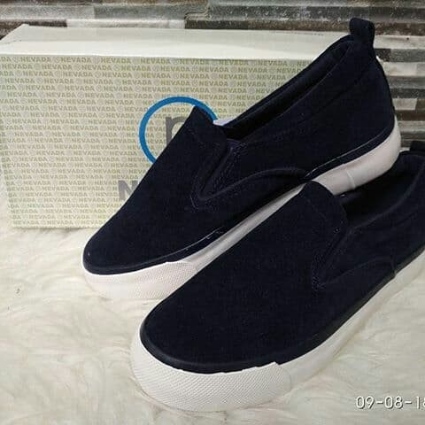 Foto Produk slip on nevada bahan beludru dari Fahira Branded Shoes
