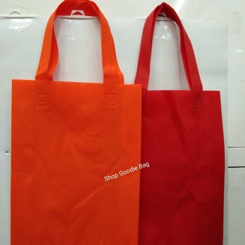 Foto Produk Tas Spunbond Handle uk 25x35x8 / Goodie Bag / Tas Kain Polos dari shop goodie bag