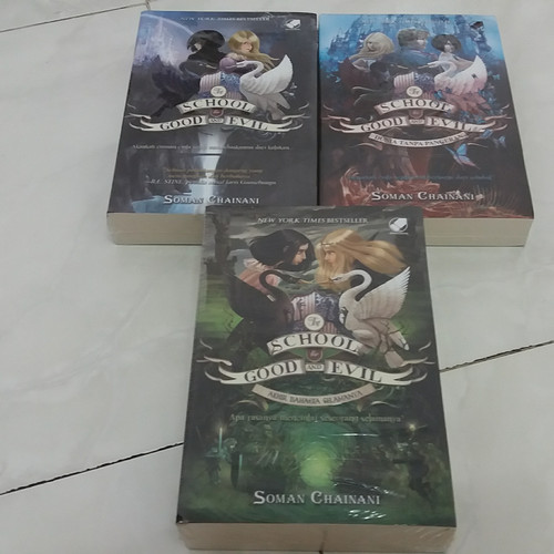 Foto Produk Novel Paket The School For Good and Evil - Soman Chainani dari Pusat Komik