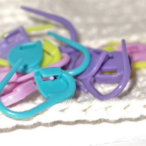 Foto Produk Stitch Marker / Penanda Tusukan Rajutan / Peniti Plastik (Satuan) dari RT 04 Shop