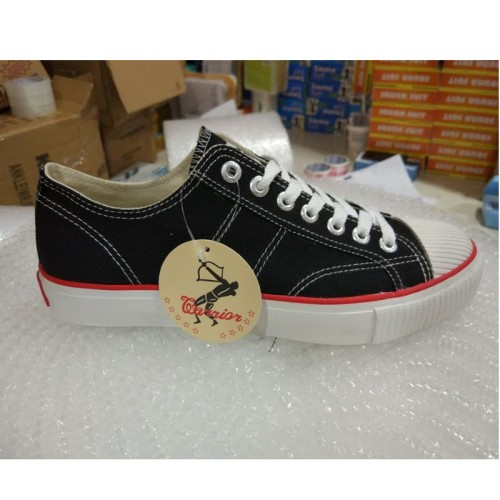 Foto Produk Sepatu Warrior Classic Low / Sepatu Warrior Pendek Black [37-43] dari Saudara Shop