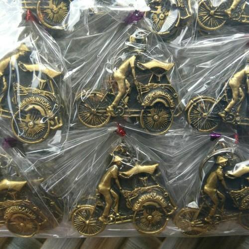 Foto Produk souvenir pernikahan gantungan kunci unik dari reyhan souvenir