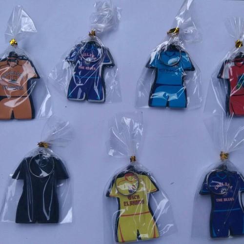 Foto Produk souvenir pernikahan gantungan kunci baju bola stelan dari reyhan souvenir