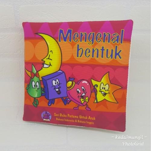 """Foto Produk Buku Bantal - """"Mengenal Bentuk"""" dari Kedai Mungil"""