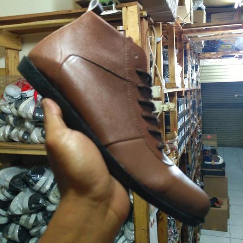 Foto Produk Sepatu Pria Brodo noname Coklat Boots Classic Trendy TERMURAH Sintetis - Hitam, 39 dari Bandungpro Store