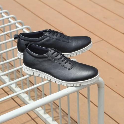 Foto Produk Sepatu Casual Pria Brave Black (Sol Nicaneo Bergerigi) dari Bokangco Store