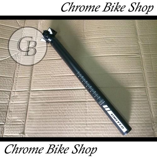 Foto Produk Seatpost Tiang Sadel Sepeda 30.9 Alloy Hitam 40cm United dari Chrome Bike Shop