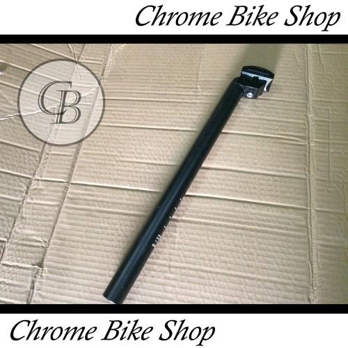 Foto Produk Seatpost Tiang Sadel Sepeda 28.6 Alloy Hitam 40cm Genio dari Chrome Bike Shop