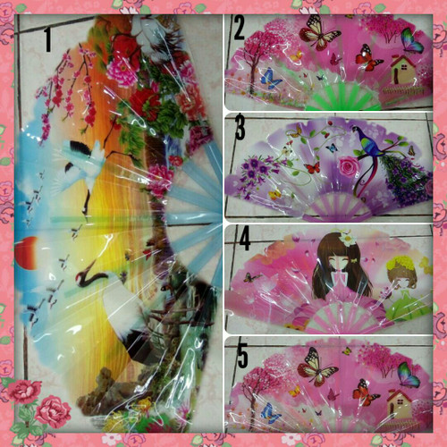 Foto Produk Kipas Plastik Import Motif Kembang Cantik dari Toserba online 99