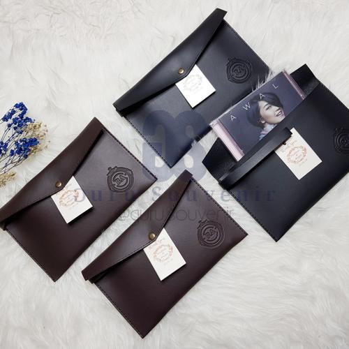 Foto Produk souvenir pernikahan pouch amplop vintage+emboss nama. termurah! dari Jamban shop