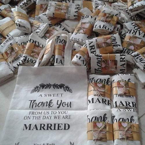 Foto Produk Souvenir tas blacu/souvenir pernikahan murah/tas blacu uk.25×35 dari purmata souvenir