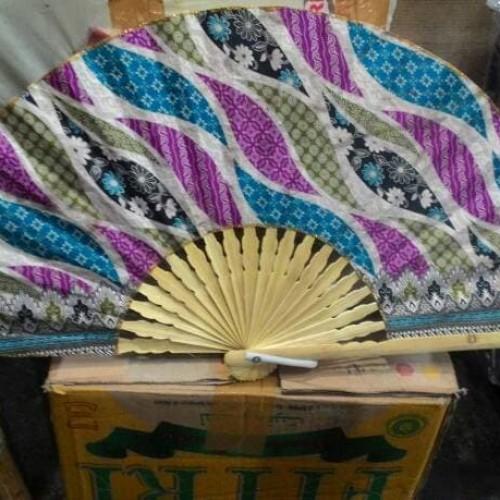 Foto Produk Kipas Tangan Motif Batik Ukuran Besar-Souvenir Jogja-Murah. dari Mega Prambanan Craft