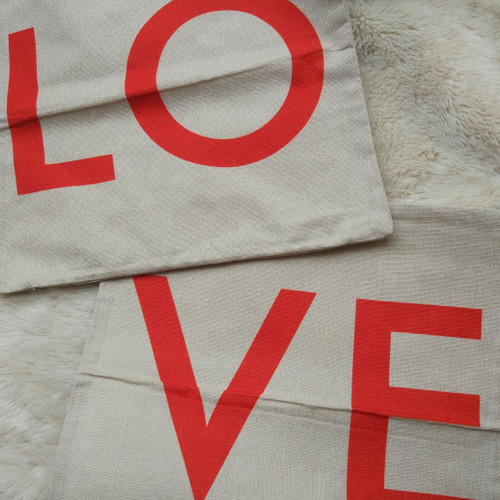 Foto Produk SET 2pc CUSHION COVER SARUNG BANTAL SOFA GONI LINEN BURLAP LOVE LETTER dari GoMaeWo