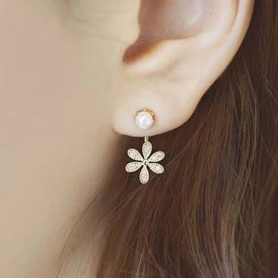 Foto Produk Anting Tusuk Pesta Korea Simple Flower Blink with Pearl MM511 - Perak dari Aksesorisimpor . com
