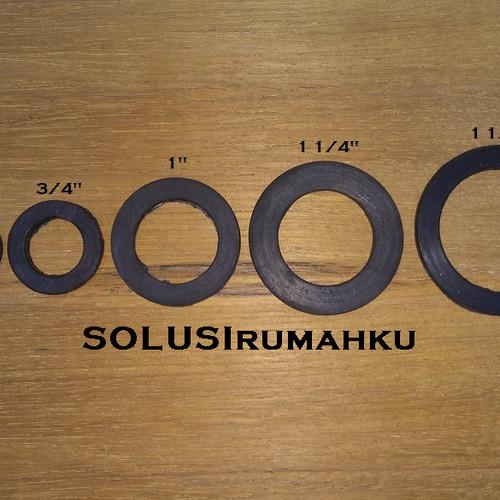 Foto Produk Seal Karet 1,5 inch 1 1/2 dijepit antara soket drat luar & dalam 1 1/4 dari SOLUSIrumahku