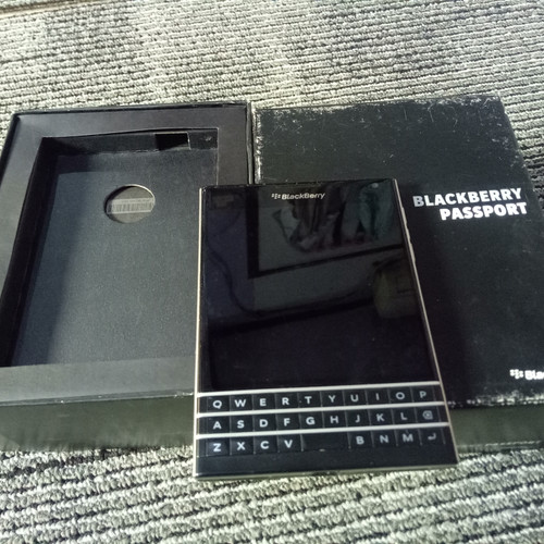 Foto Produk Blackberry Passport Fullset OK dari Tokoacoy