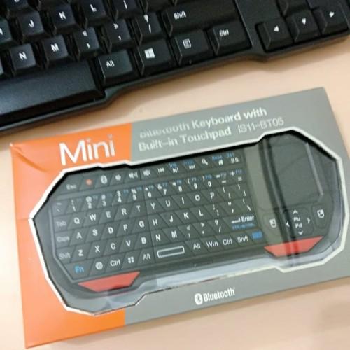 Foto Produk Mini Keyboard Wireless Bluetooth Built In TouchPad IS11-BT05 dari Thaddeus Shop