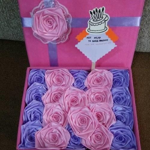 Foto Produk bunga box satin handmade hadian valentine ultah wisuda pacar dari putria-
